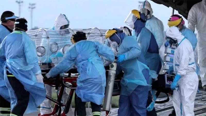 Chile anota nuevo récord de muertes, reduce permisos y extiende cuarentenas
