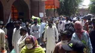 Alarma, cuarentenas y desborde hospitalario en Pakistán por el aumento de casos