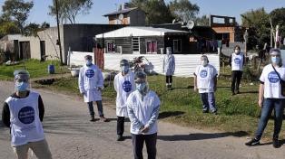 """La brigada sanitaria """"Ramona"""" releva la situación epidemiológica en barrios platenses"""