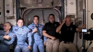 La primera misión espacial tripulada privada de EE.UU. se acopló con éxito a la EEI