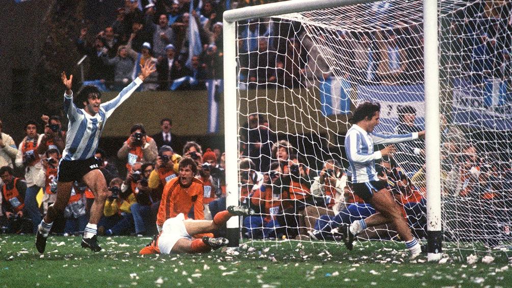 Gol de Mario Alberto Kempes en la final contra el equipo holandés.