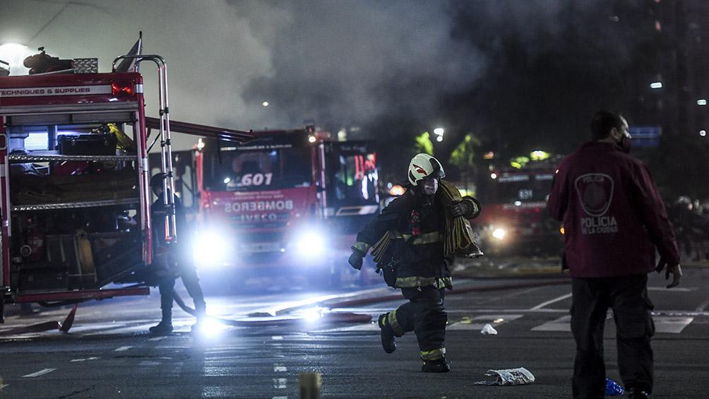 Comenzaron los peritajes en la perfumería de Villa Crespo en la que murieron dos bomberos