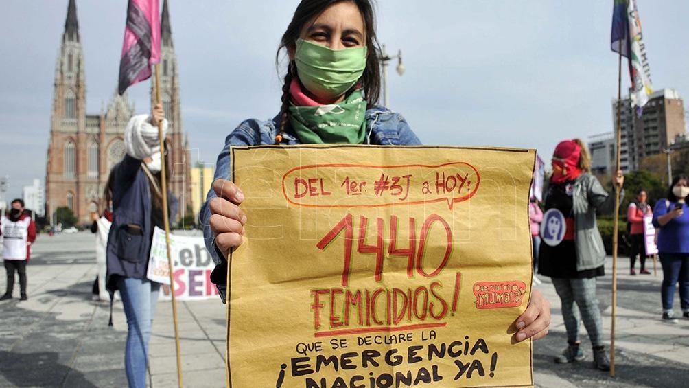 Organizaciones feministas y ciudadanas autoconvocadas exigieron que se declare la emergencia ante la cantidad de femicidios. Foto: Eva Cabrera (Télam)