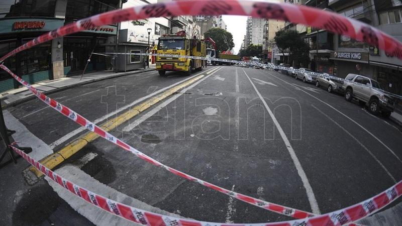 Tres bomberos internados y ordenan el peritaje de la perfumería incendiada - Télam - Agencia Nacional de Noticias