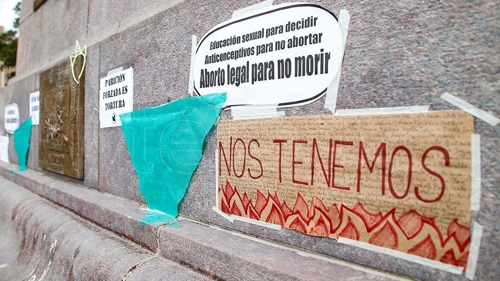 En la provincia pampeana se realizaron intervenciones callejeras contra los femicidios y la violencia de género. Foto: Julián Varela (Télam)