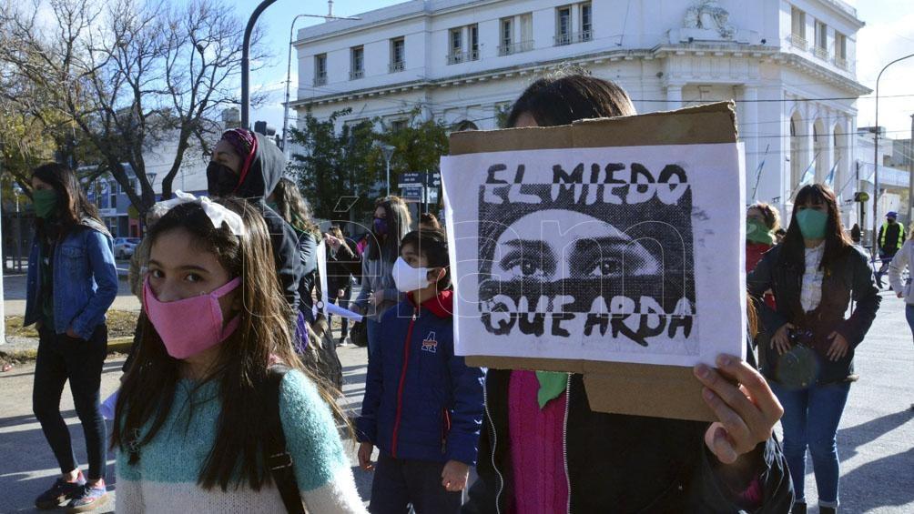 Viedma, Río Negro, también se sumó a las manifestaciones que se hicieron en todo el país. Foto: Marcelo Ochoa (Télam)