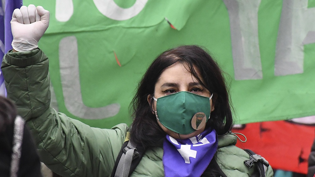 Los colectivos marcharon en reclamo de que se frenen los femicidios, travesticidios, y transfemicidios. Foto: Laura Lescano (Télam)