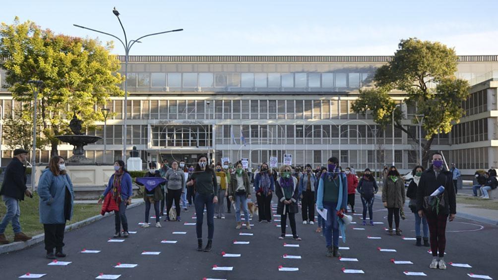 La convocatoria fue en la explanada de la Casa de Gobierno entrerriana.