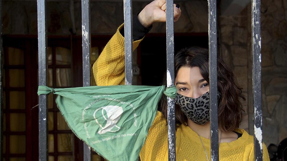 En Formosa las mujeres marcharon, con tapabocas y respetando el distanciamiento social. Foto: José Gandolfi (Télam)