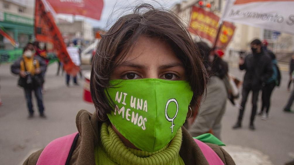 La convocatoria due encabezada por la Mesa de Mujeres de Río Gallegos convocó a marchar. Foto: Walter Díaz (Télam)