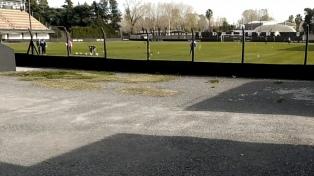 Tras la violación del aislamiento, el fútbol repudia la actitud de Deportivo Riestra