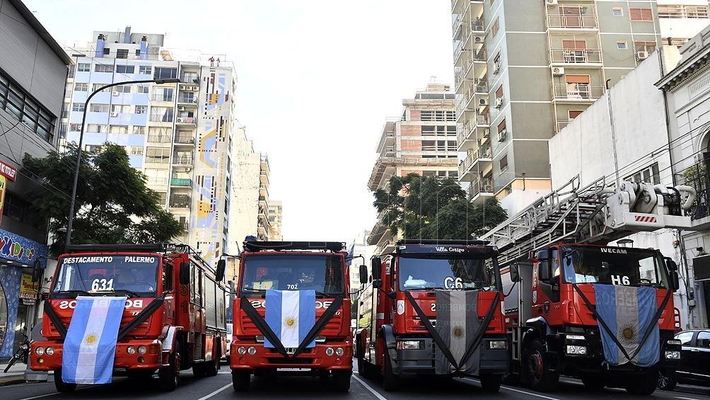 Homenaje a los dos bomberos muertos