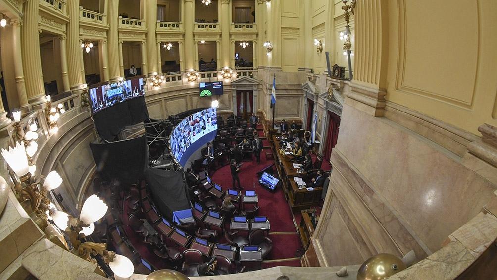 Los senadores aprobaron el DNU por 42 votos contra 23