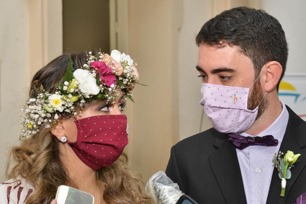 La pareja fue la primera en contraer matrimonio ante la habilitación a estas ceremonia por parte del gobierno provincia. Foto: Edgardo Valera (Télam)