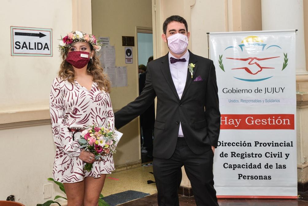 Mariano González y Fernanda Mora se iban casar a mediados de abril y tuvieron que postergarlo por la pandemia. Foto: Edgardo Valera (Télam)