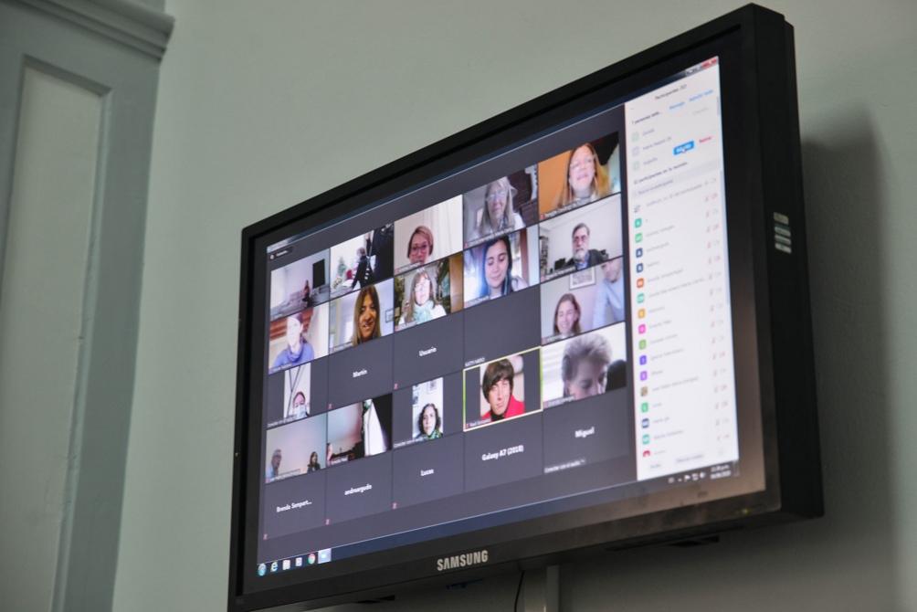 Los invitados, en Argentina, Ecuador y Europa, siguieron toda la ceremonía en vivo por Internet. Foto: Edgardo Valera (Télam)