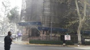 La Policía detuvo a una mujer que provocó el incendio en el Banco Nación de Recoleta