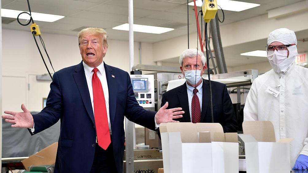 Contra los pronósticos científicos, Trump promete una vacuna y distribución inmediata