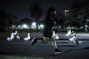 Los runners coparon las plazas y parques porteños
