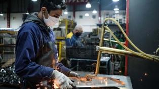 Moroni dijo que el Gobierno analiza incentivar contrataciones laborales pero no con un blanqueo
