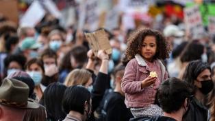 Miles de personas protestan en varias ciudades de Australia contra el racismo