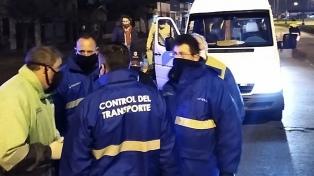 Interceptan una combi con 14 pasajeros que circulaba sin habilitación ni protocolo sanitario