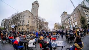 Gastronómicos marplatenses montaron un restaurante a cielo abierto para pedir su reapertura