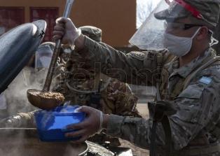 El Ejército entregó viandas calientes en los barrios populares