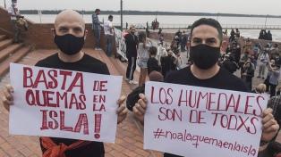 """Ambientalistas denuncian una """"catástrofe"""" en el Delta con un abrazo al río Paraná"""