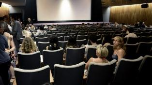 Israel reabre teatros y cines, y habilita los trenes de pasajeros