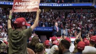 Pese al contagio de colaboradores Trump visitará Arizona uno de los focos del coronavirus