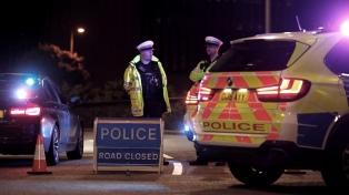 """La Policía británica calificó de ataque """"terrorista"""" a un acuchillamiento con tres muertos"""