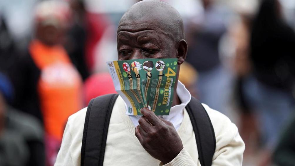 Sudáfrica afirma que la cepa local no es más peligrosa que la hallada en Reino Unido