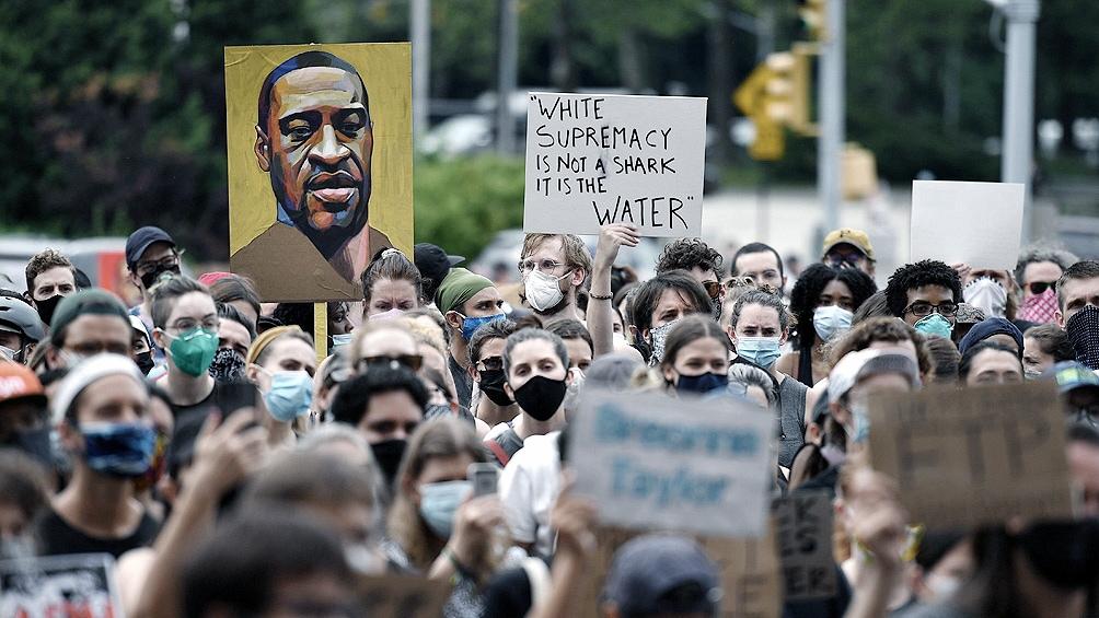 En Estados Unidos y en todo el mundo se repudió el inaceptable hecho de violencia policial.