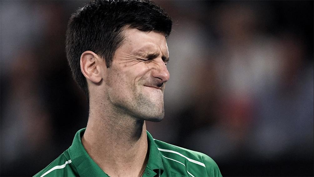 Djokovic descalificado por agredir con un pelotazo a una jueza de línea