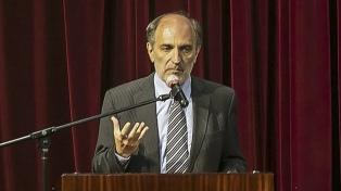 """Hecker dijo que la negociación con el FMI """"priorizará la recuperación de la economía"""""""