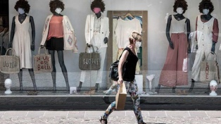 Francia pide a las empresas reservas de barbijos para sus empleados por temor a un rebrote
