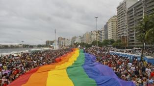 Entre ataques oficiales y pandemia, continúa el trabajo por atraer el turismo gay a Brasil