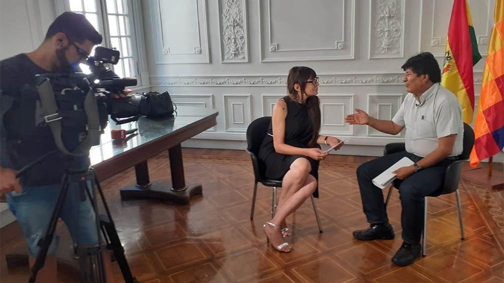 Alejandra Malem entrevistando a Evo Morales