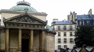 Hallaron en una iglesia en París restos de 500 guillotinados por la Revolución Francesa