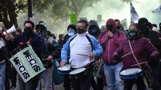 Protesta de municipales de Córdoba por la caída de contratos laborales
