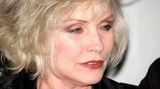 Cumple 75 años Debbie Harry, la líder de Blondie que le puso glamour al punk neoyorkino