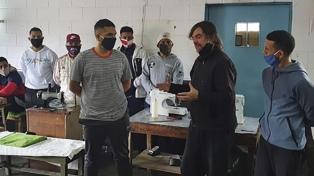 Internos de cárcel bonaerense fabricaron y donaron 6.300 elementos de bioseguridad