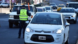 Un hombre murió por el vuelco de un auto que escapaba de un control policial