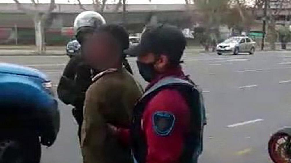 Hirieron a una mujer de 79 años al intentar robarle la cartera en Recoleta y fueron detenidos