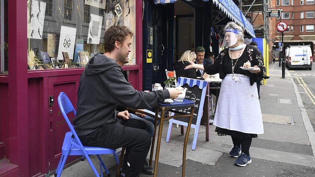 La gente vivió el sábado uno de los días más esperados con la reapertura de los pubs