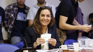 """""""La oposición tiene que salir de la comodidad del rechazo"""", aseguró Carla Carrizo"""
