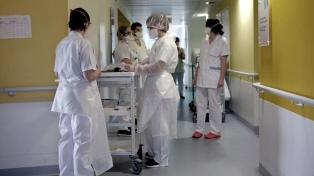 Informan 20 nuevas muertes y destacan que, sin la expansión de camas, el sistema estaría al límite