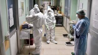 Gollan celebra la fuerte baja en los contagios de coronavirus entre el personal de salud