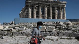 Grecia evalúa retomar restricciones de viaje por un rebrote